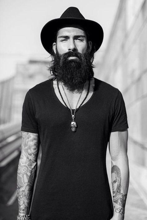 moda-urbana-masculina-camiseta-preta-lisa-barba