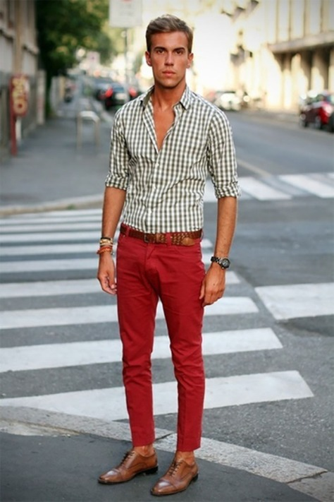 street-style-calca-vermelha-camisa-xadrez