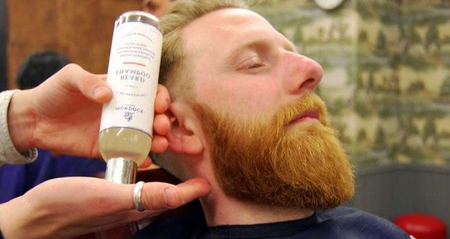 aplicar-oleo-de-barba